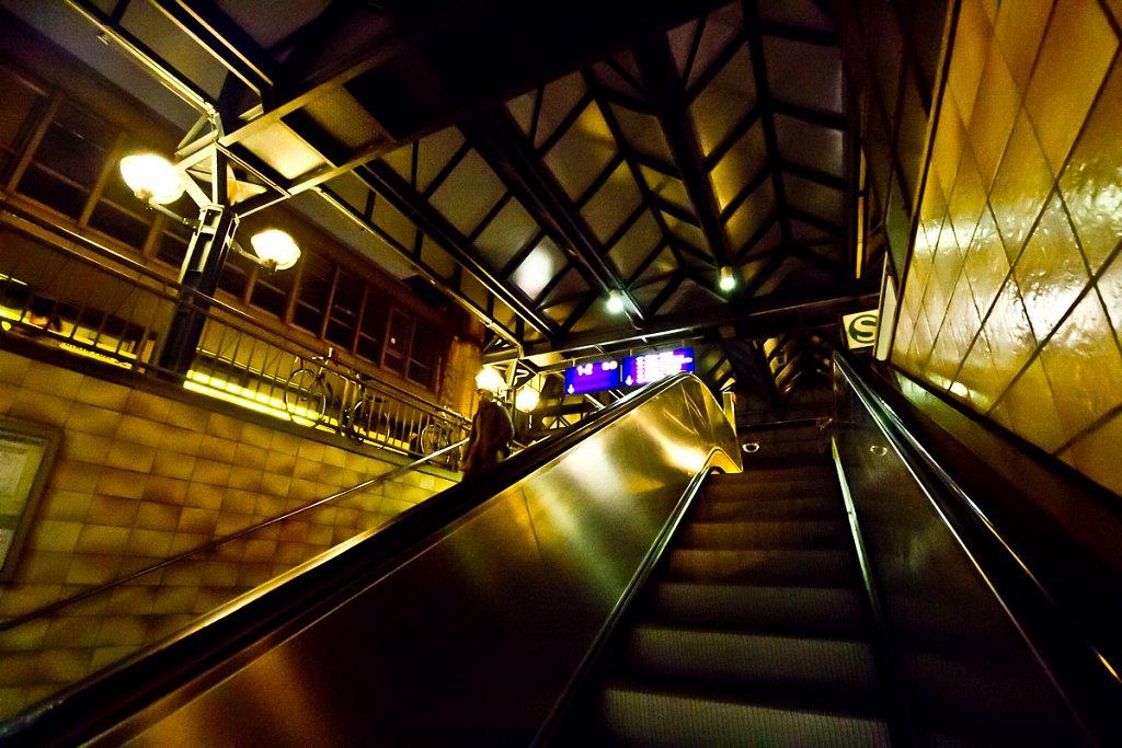 Auf der Rolltreppe